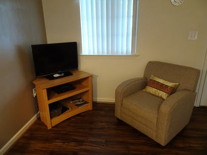 Living Area | Affordable Corporate Suites - Lynchburg