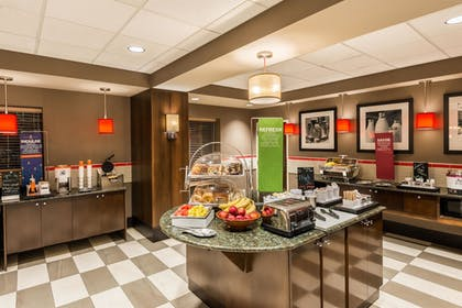 Breakfast Area | Hampton Inn & Suites Columbus Polaris