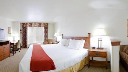 Guestroom | Holiday Inn Express & Suites Mattoon
