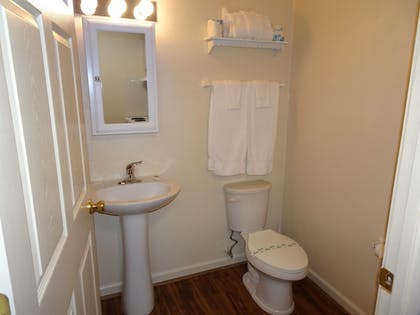 Bathroom | Affordable Corporate Suites - Lanford