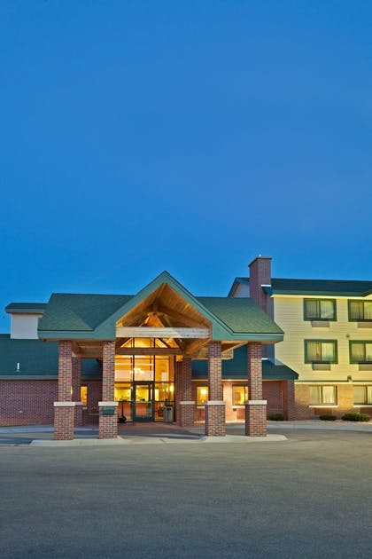 Hotel Front - Evening/Night | Americinn by Wyndham Lincoln South