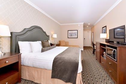 | Traditional Suite, 1 King Bed | Majestic Inn & Spa