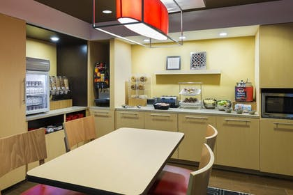 Breakfast Area | TownePlace Suites by Marriott Pensacola