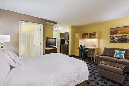 Room | TownePlace Suites by Marriott Pensacola
