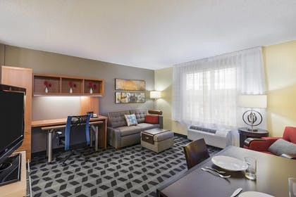 Guestroom | TownePlace Suites by Marriott Pensacola