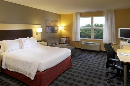 Guestroom | TownePlace Suites by Marriott Jacksonville