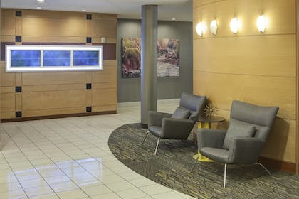 Lobby Sitting Area | SpringHill Suites by Marriott Columbus
