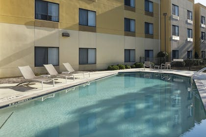 Outdoor Pool | SpringHill Suites by Marriott Columbus