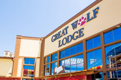 Exterior detail | Great Wolf Lodge Illinois