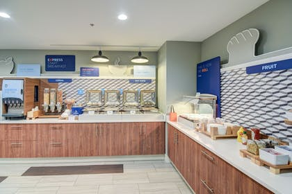 Breakfast buffet | Holiday Inn Express & Suites Foley