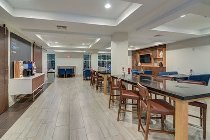 Breakfast Area | Holiday Inn Express & Suites Foley