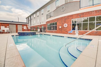 Pool | Holiday Inn Express & Suites Foley