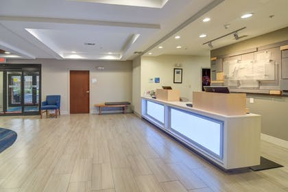 Lobby | Holiday Inn Express & Suites Foley