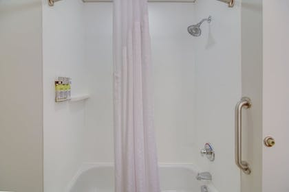 Deep Soaking Bathtub | Holiday Inn Express & Suites Foley