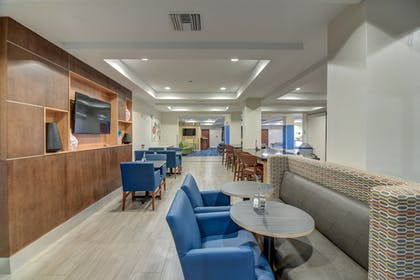 Lounge | Holiday Inn Express & Suites Foley