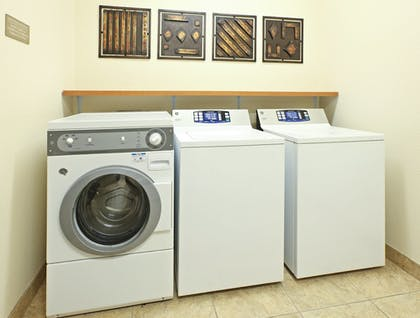 Laundry Room | Candlewood Suites Fayetteville – University of Arkansas