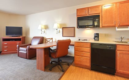 Guestroom | Candlewood Suites Fayetteville – University of Arkansas