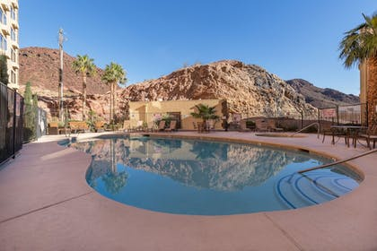 Outdoor Pool | Hoover Dam Lodge
