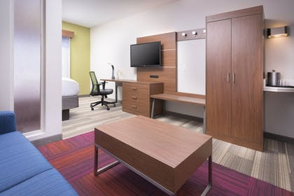 Room | Holiday Inn Express Hotel & Suites Chattanooga Downtown