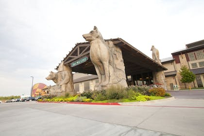 Hotel Front | Great Wolf Lodge Grapevine