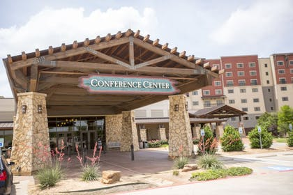 Exterior detail | Great Wolf Lodge Grapevine
