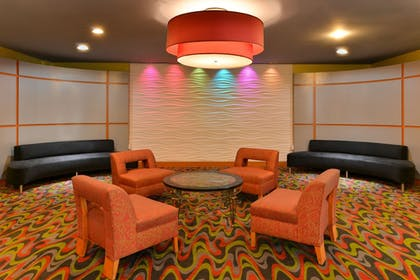 Lobby Sitting Area | Comfort Suites At Virginia Center Commons