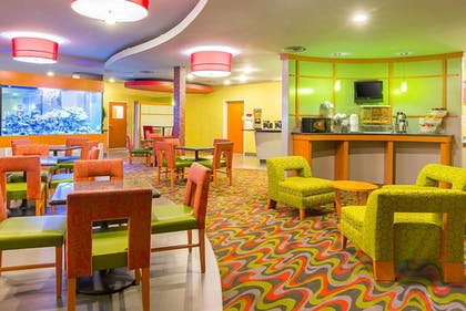 Breakfast Area | Comfort Suites At Virginia Center Commons
