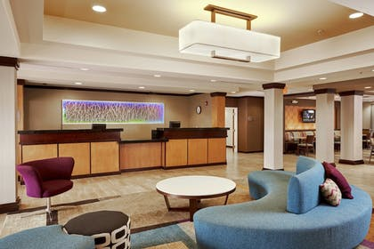 Lobby | Fairfield Inn & Suites by Marriott Cartersville