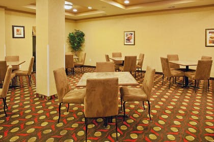 Restaurant | Holiday Inn Express Hotel & Suites Lavonia