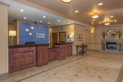 Lobby | Holiday Inn Express Hotel & Suites Lavonia