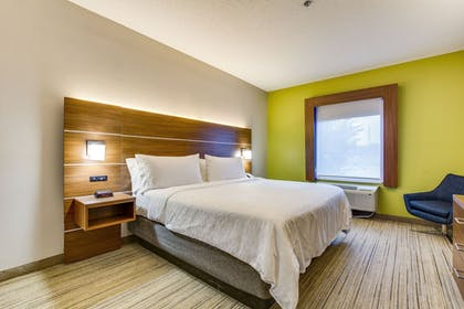 Guestroom | Holiday Inn Express Vincennes