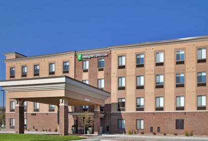 Exterior | Holiday Inn Express & Suites Airport - Lincoln