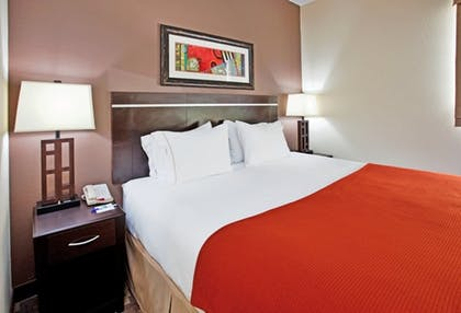 Room | Holiday Inn Express & Suites Airport - Lincoln