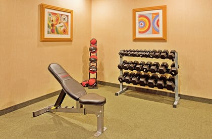 Fitness Facility | Holiday Inn Express & Suites Airport - Lincoln