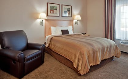 Living Area | Candlewood Suites Olathe