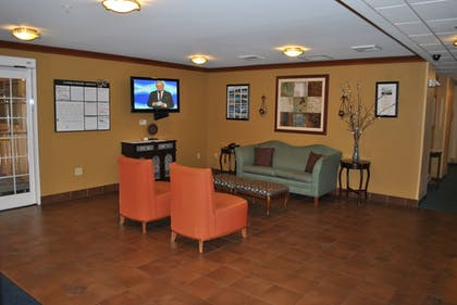 Lobby Sitting Area   Candlewood Suites Colonial Heights Fort Lee