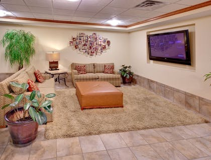 Lobby   Candlewood Suites Omaha Airport