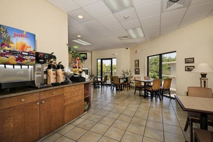 Breakfast Area | Markham House Suites - Little Rock Medical Center