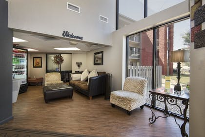 Lobby Lounge | Markham House Suites - Little Rock Medical Center
