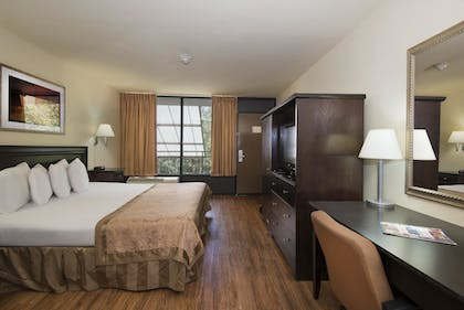 Guestroom | Markham House Suites - Little Rock Medical Center