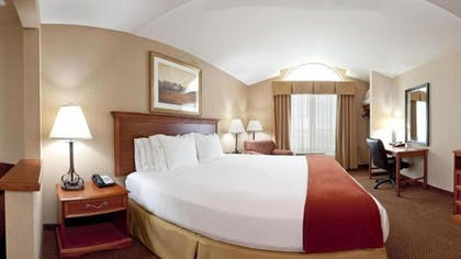 Guestroom | Holiday Inn Express & Suites Sheldon
