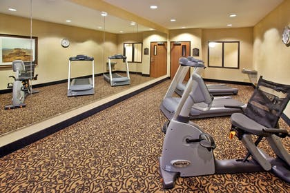 Fitness Facility | Holiday Inn Express & Suites Sheldon