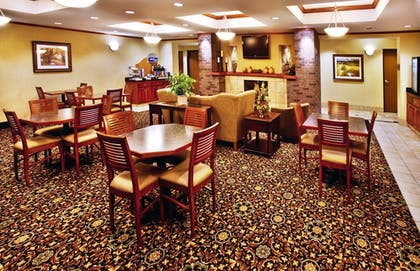 Restaurant | Holiday Inn Express & Suites Sheldon