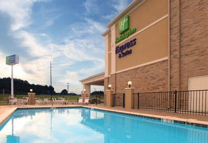 Pool   Holiday Inn Express Hotel & Suites Clarksville