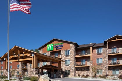 Exterior | Holiday Inn Express Hotel & Suites Custer