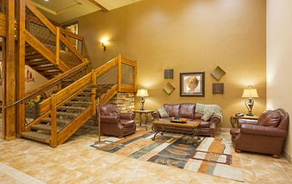 Lobby | Holiday Inn Express Hotel & Suites Custer