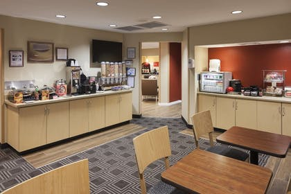 Breakfast Area | TownePlace Suites by Marriott Columbus