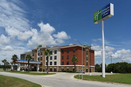 Exterior | Holiday Inn Express Hotel & Suites Seguin
