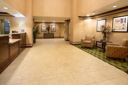 Lobby | Holiday Inn Express Yreka-Shasta Area