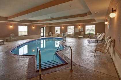 Pool | Holiday Inn Express & Suites Altus